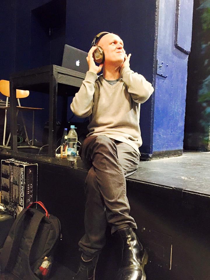 Benno Heisel ist Teil des Theaterkollektivs Fake[to]Pretend und gehört zum Leitungs-Duo von CASSIDY