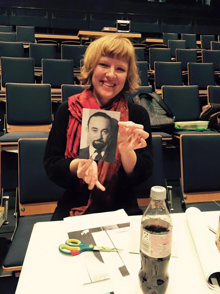 """Ute Gröger ist ebenfalls Teil von Fake[to]Pretend und zusammen mit Lea Kappl für die Dramaturgie bei CASSIDY verantwortlich. Auf dem Foto Melvon Lasky, Verleger der anti-kommunistischen Zeitschrift """"Der Monat"""""""